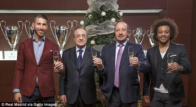 Ramos dua ban gai xem tran bong ro Real - Barca hinh anh 6