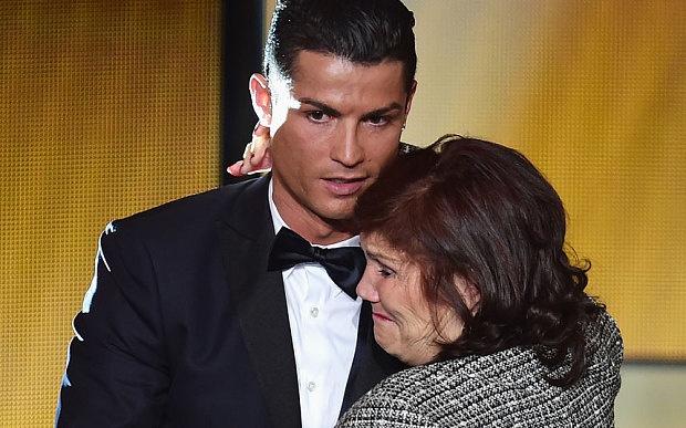 Ronaldo mung sinh nhat me bang sieu xe Porsche hinh anh