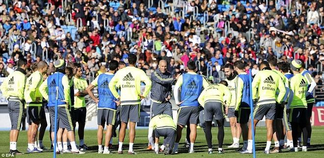 6000 fan den xem Zidane chi dao buoi tap dau tien hinh anh 2
