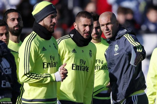 6000 fan den xem Zidane chi dao buoi tap dau tien hinh anh 6