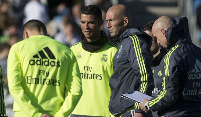 6000 fan den xem Zidane chi dao buoi tap dau tien hinh anh 4