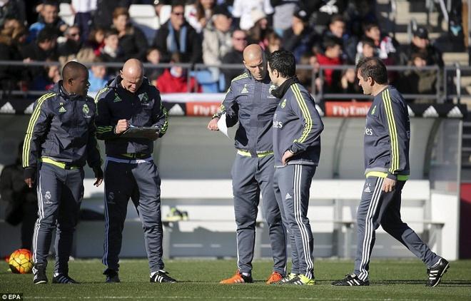 6000 fan den xem Zidane chi dao buoi tap dau tien hinh anh 1
