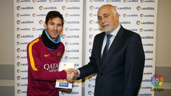 Messi lan dau gianh giai hay nhat thang o La Liga hinh anh