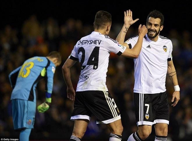 Gary Neville cung Valencia thang tran dau o La Liga hinh anh 3