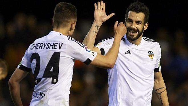 Gary Neville cung Valencia thang tran dau o La Liga hinh anh