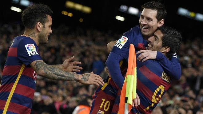 Pha phoi hop giua Messi va Suarez khong hop le hinh anh