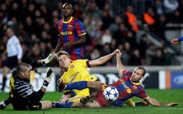 Bendtner lam thay doi su nghiep cua Mascherano hinh anh 1