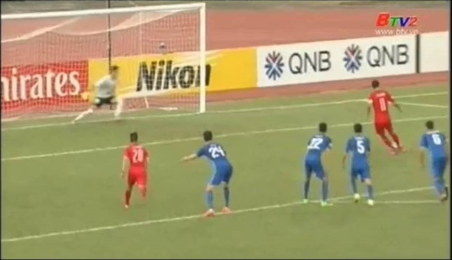 Cong Vinh khien pha da penalty cua Anh Duc pham quy hinh anh