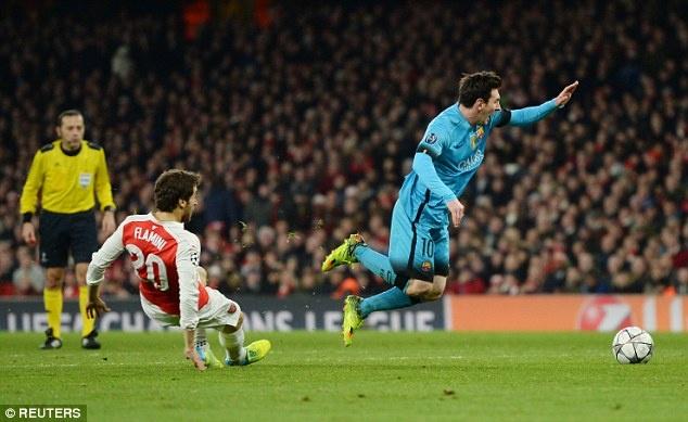 Pham loi voi Messi, Flamini gap ngay van den hinh anh 1