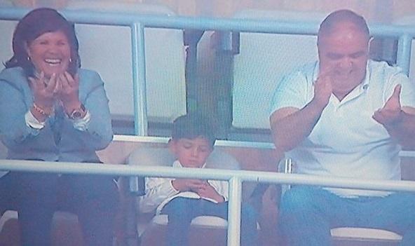Quy tu phot lo khi Ronaldo lap cu poker hinh anh