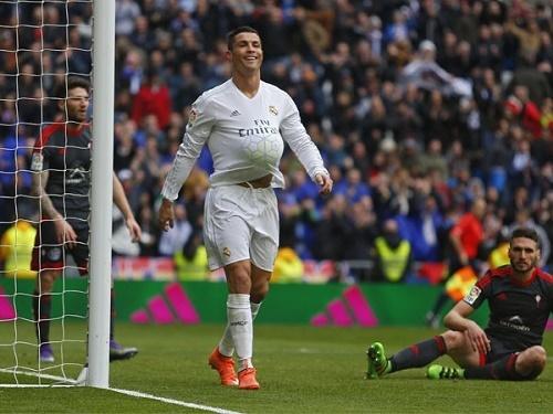 Quy tu phot lo khi Ronaldo lap cu poker hinh anh 2