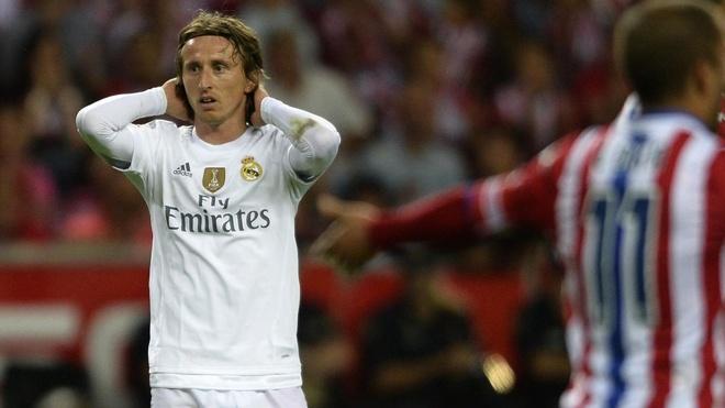 He lo dieu khoan phat nua ty euro cua Luka Modric hinh anh 1