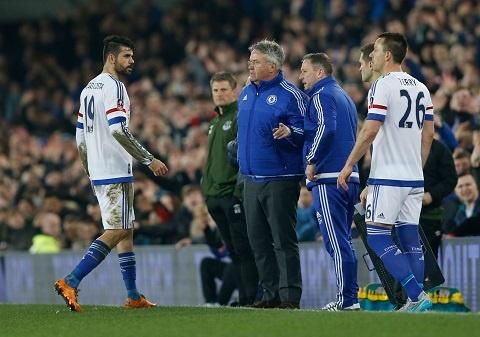 Hiddink moi Costa di xem phim de giai toa hinh anh 1