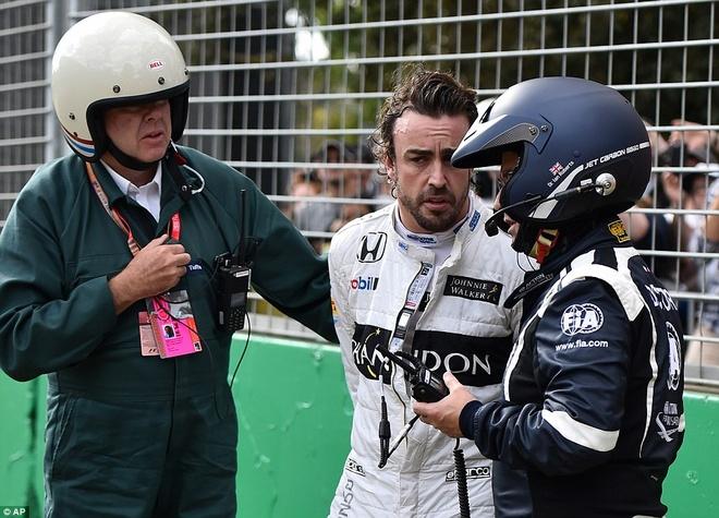 Alonso thoat chet sau vu tai nan khien xe dua nat vun hinh anh 8