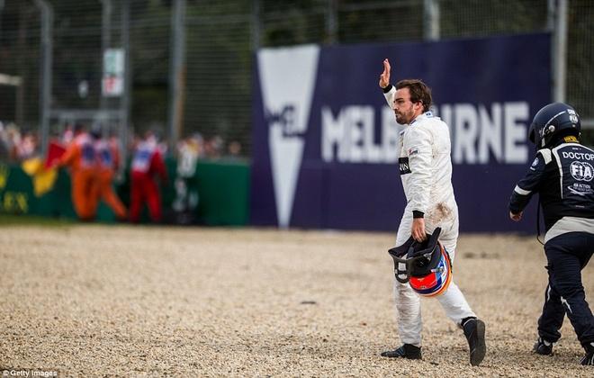 Alonso thoat chet sau vu tai nan khien xe dua nat vun hinh anh 10