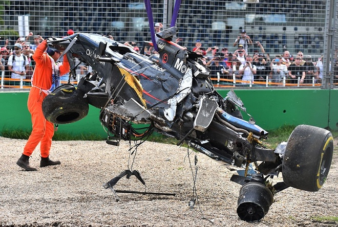 Alonso thoat chet sau vu tai nan khien xe dua nat vun hinh anh 12