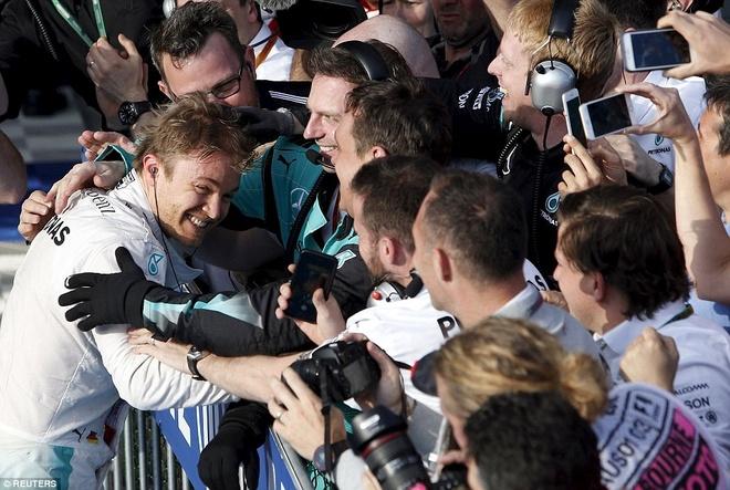 Alonso thoat chet sau vu tai nan khien xe dua nat vun hinh anh 13