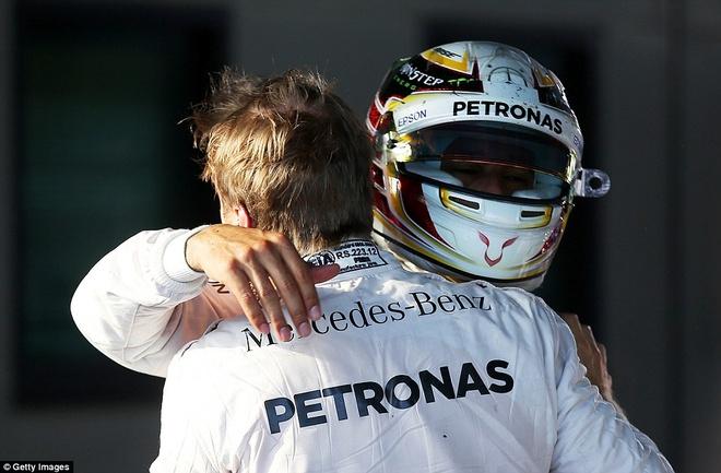 Alonso thoat chet sau vu tai nan khien xe dua nat vun hinh anh 14