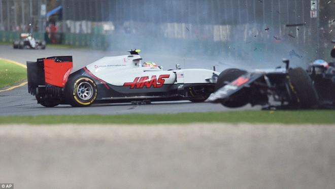 Alonso thoat chet sau vu tai nan khien xe dua nat vun hinh anh 2
