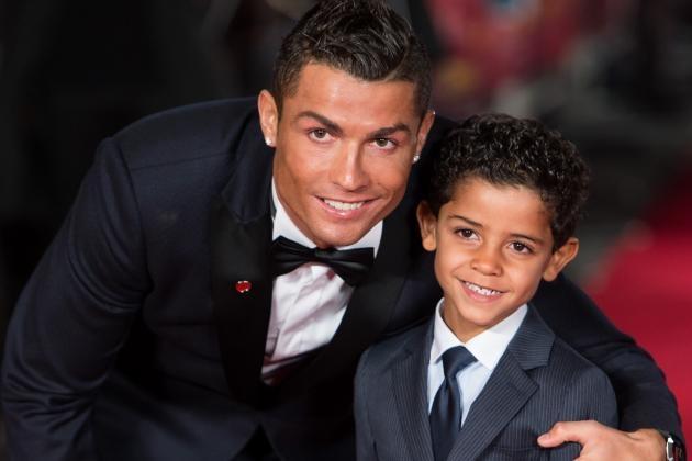 Ronaldo muon con trai noi nghiep bong da hinh anh