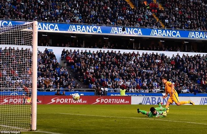 Suarez ghi 4 ban va kien tao 3 ban giup Barca thang 8-0 hinh anh 5