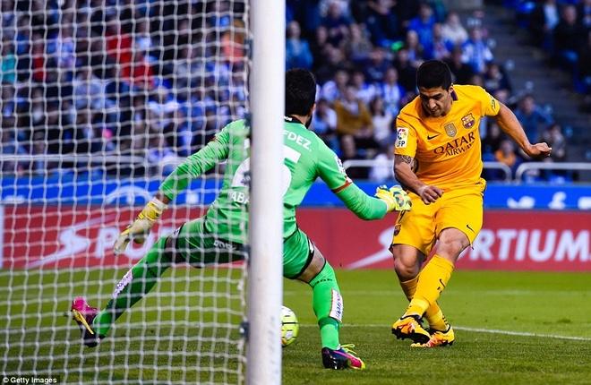 Suarez ghi 4 ban va kien tao 3 ban giup Barca thang 8-0 hinh anh 6