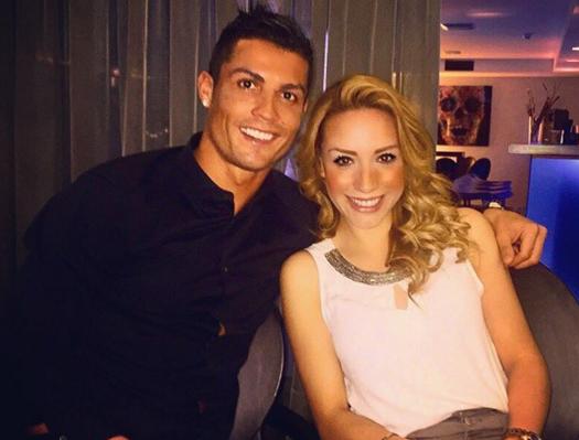 Ronaldo hen ho nu phi cong fan Barcelona hinh anh