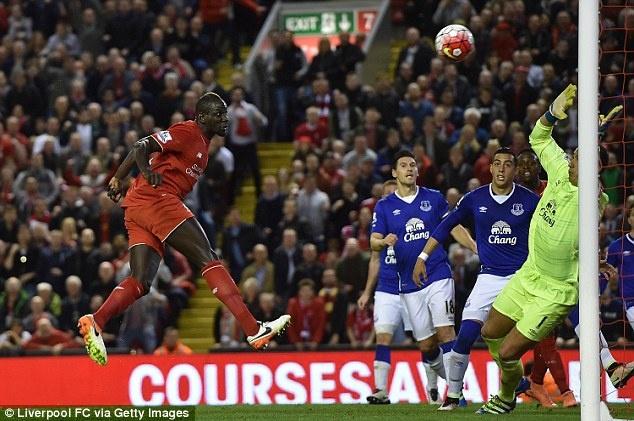 Hau ve Liverpool bi phat nang vi nghi an doping khi gap MU hinh anh 1