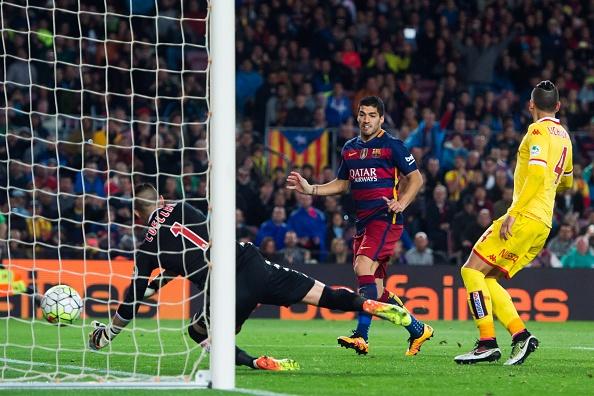 Suarez lai ghi 4 ban trong ngay Barcelona thang 6-0 hinh anh 11