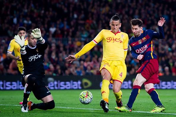 Suarez lai ghi 4 ban trong ngay Barcelona thang 6-0 hinh anh 8