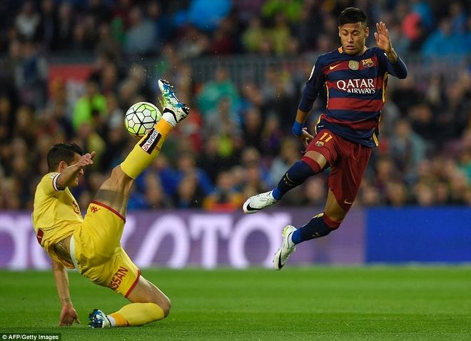 Suarez lai ghi 4 ban trong ngay Barcelona thang 6-0 hinh anh 6