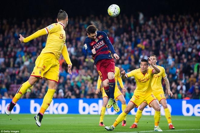 Suarez lai ghi 4 ban trong ngay Barcelona thang 6-0 hinh anh 4