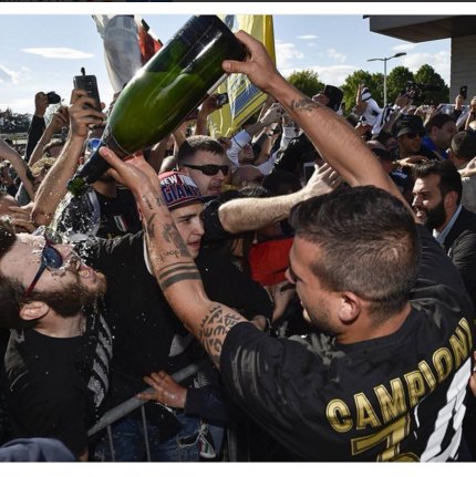 Juventus an mung chuc vo dich Serie A thu 5 lien tiep hinh anh 6