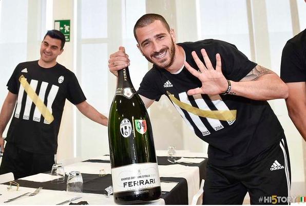 Juventus an mung chuc vo dich Serie A thu 5 lien tiep hinh anh 15