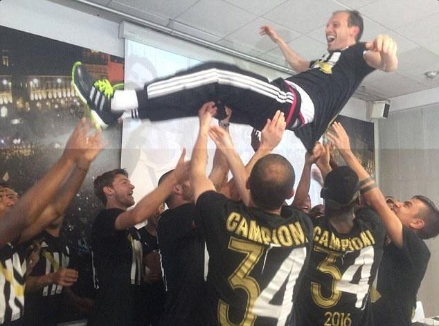 Juventus an mung chuc vo dich Serie A thu 5 lien tiep hinh anh 12