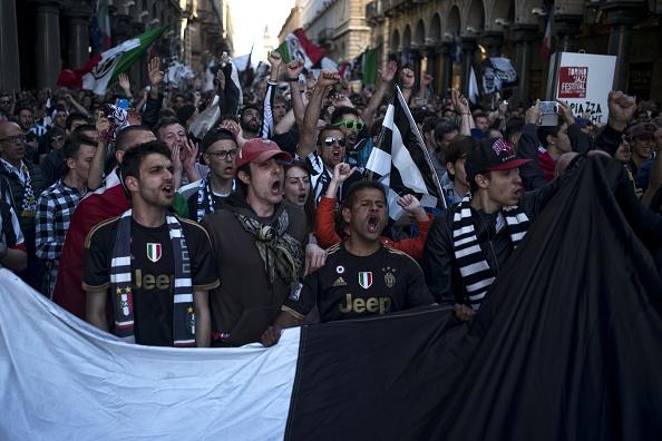 Juventus an mung chuc vo dich Serie A thu 5 lien tiep hinh anh 9