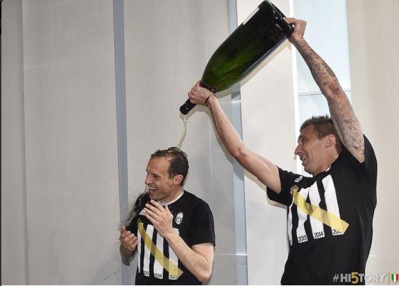 Juventus an mung chuc vo dich Serie A thu 5 lien tiep hinh anh 13