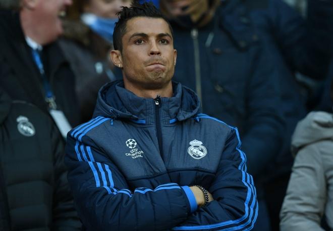 Zidane khong muon mao hiem voi Ronaldo va Benzema hinh anh 1