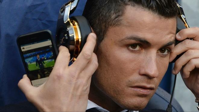 Ronaldo thuong thuc video cua chinh minh de giai khuay hinh anh