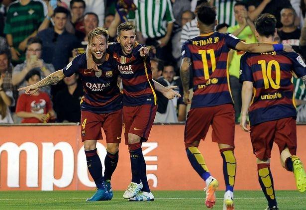 Messi lap cu dup kien tao giup Barcelona thang nhe Betis hinh anh 10