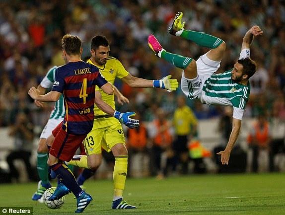 Messi lap cu dup kien tao giup Barcelona thang nhe Betis hinh anh 8