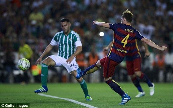 Messi lap cu dup kien tao giup Barcelona thang nhe Betis hinh anh 9