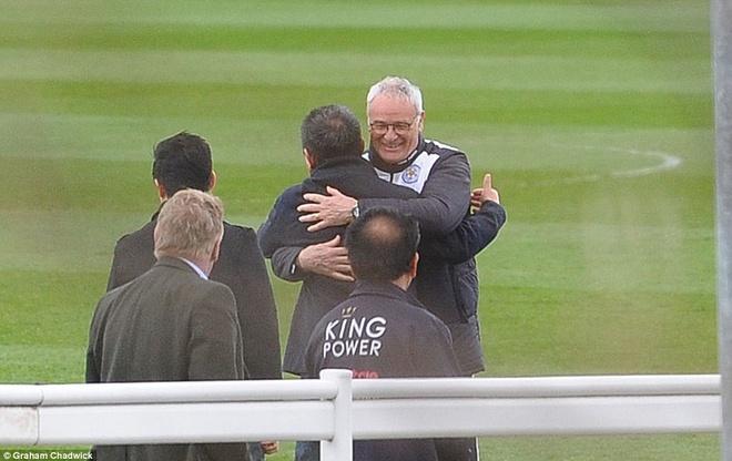 Khong khi vui ve o Leicester sau ngay dang quang hinh anh 11