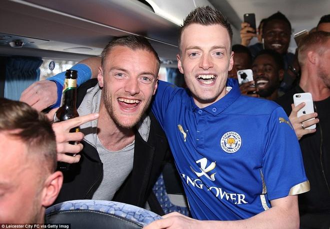 Khong khi vui ve o Leicester sau ngay dang quang hinh anh 19