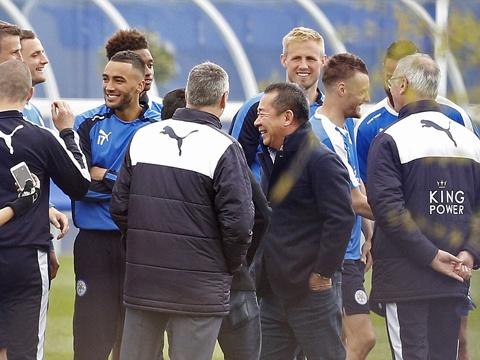Khong khi vui ve o Leicester sau ngay dang quang hinh anh 12