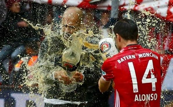 Bayern duoi bat va tam bia trong ngay nhan dia bac hinh anh