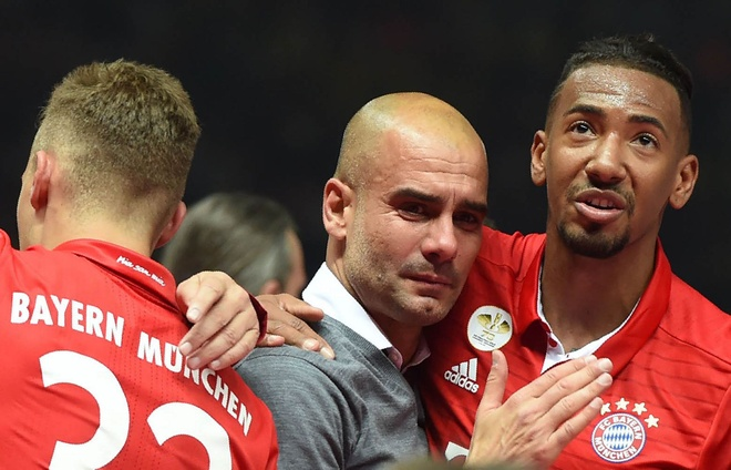 Guardiola khoc nuc no trong ngay Bayern doat cup Quoc gia hinh anh 3