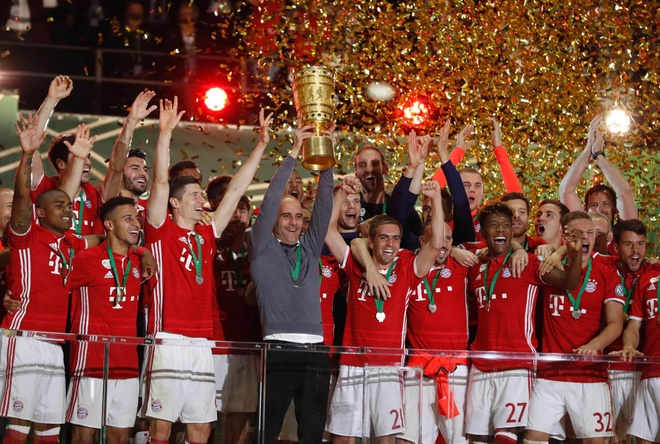 Guardiola khoc nuc no trong ngay Bayern doat cup Quoc gia hinh anh 10