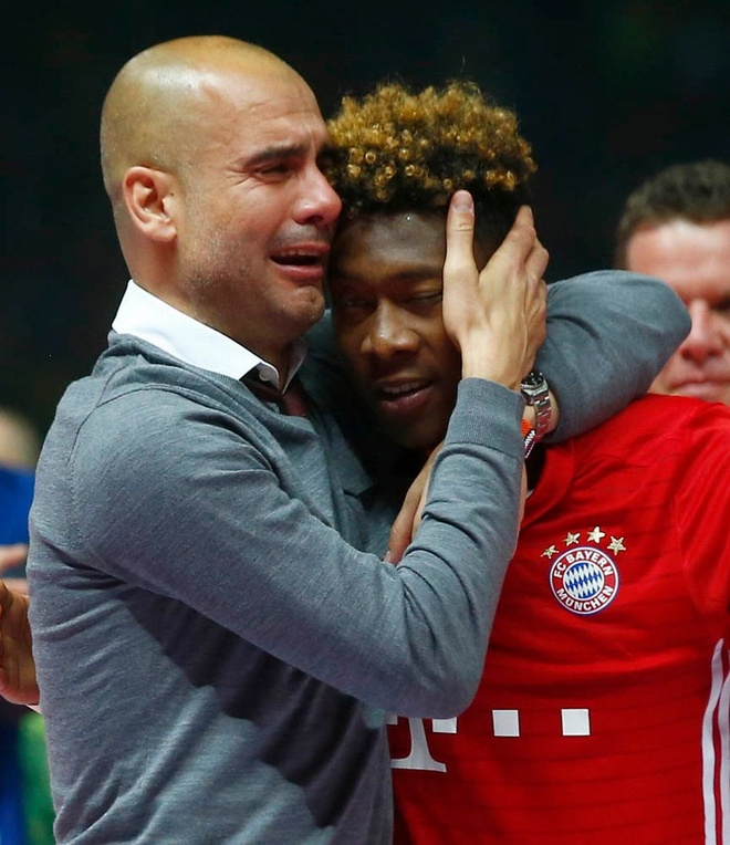 Guardiola khoc nuc no trong ngay Bayern doat cup Quoc gia hinh anh 2