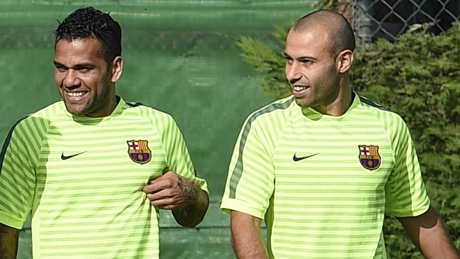 Barcelona mat hai tru cot cho Juventus hinh anh